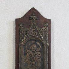 Antigüedades: SAN JOSÉ CON EL NIÑO BENDITERA EN METAL PLATEADO SOBRE MADERA. Lote 159609458