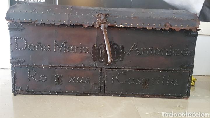 ARCON FORRADO CON CUERO Y REMACHES (Antigüedades - Muebles Antiguos - Baúles Antiguos)