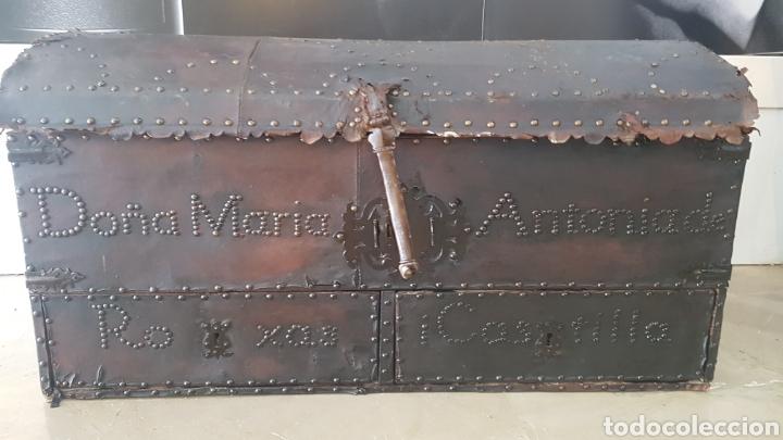 Antigüedades: Arcon forrado con cuero y remaches - Foto 2 - 159632054