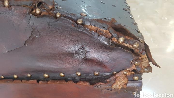 Antigüedades: Arcon forrado con cuero y remaches - Foto 4 - 159632054