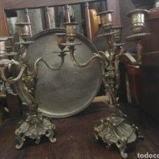 Antigüedades: PAREJA DE CANDELABROS DE BRONCE. Lote 159646956