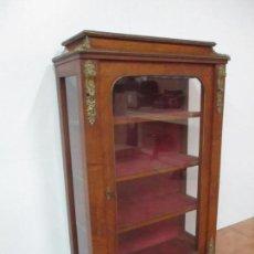 Antigüedades: VITRINA - MADERA Y MARQUETERÍA - BRONCE CINCELADO - SELLO ROBERT STRAHAN AND GD, DUBLIN - S. XIX. Lote 159665746