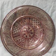 Antigüedades: PLATO DE CERÁMICA ESMALTADA DE REFLEJO METALICO DE MANISES. PRINCIPIOS DEL SIGLO XX.. Lote 159671797