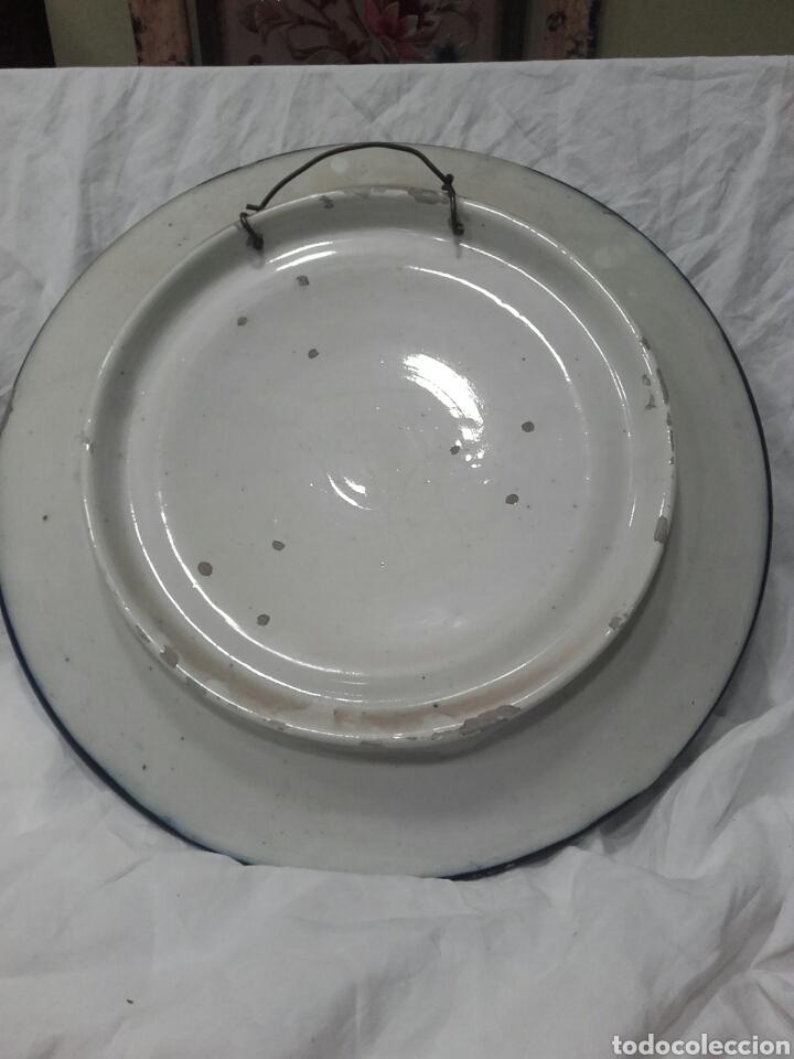 Antigüedades: PLATO DE CERAMICA ESMALTADO, MANISES, PPS SIGLO XX. MIDE 37 CM - Foto 4 - 159672865