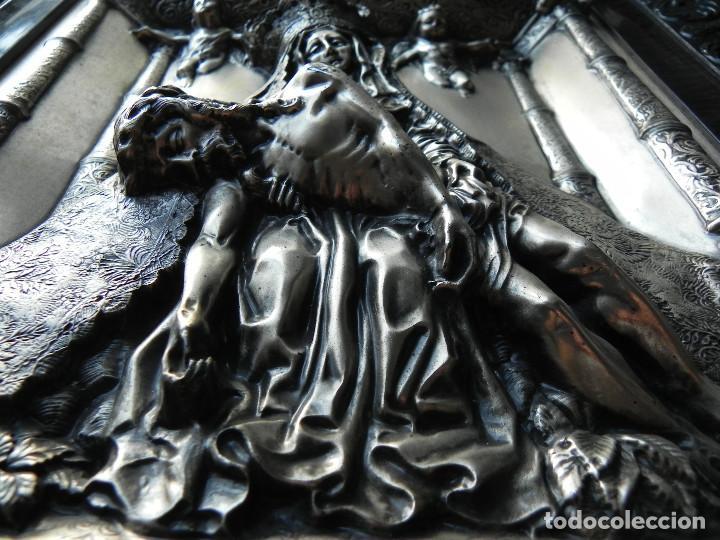 Antigüedades: ** PRECIOSO CUADRO VIRGEN DEL CAMINO EN COBRE REPUJADO BAÑADO EN PLATA - FIRMADO MORERA ** - Foto 10 - 159691130