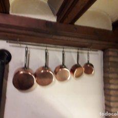 Antigüedades: CAZOS DE LATON Y HIERRO CON COLGADOR. Lote 159693994