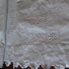 Antigüedades: ANTIGUA SABANA BORDADA A MANO CON INICIALES.. Lote 159695850