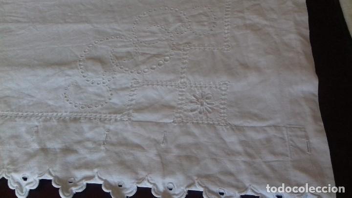 Antigüedades: ANTIGUA SABANA BORDADA A MANO CON INICIALES. - Foto 7 - 159695850