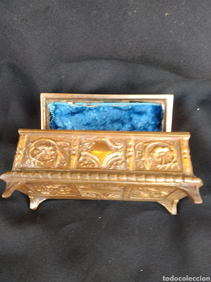 Antigüedades: COFRE DE BRONCE DORADO. INTERIOR TERCIOPELO AZUL - Foto 5 - 159705040