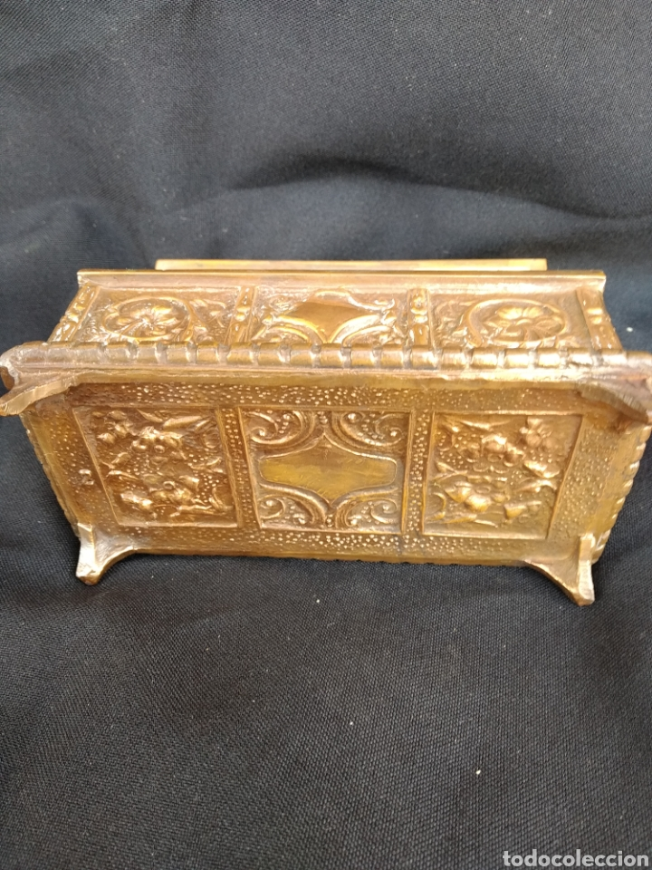Antigüedades: COFRE DE BRONCE DORADO. INTERIOR TERCIOPELO AZUL - Foto 6 - 159705040