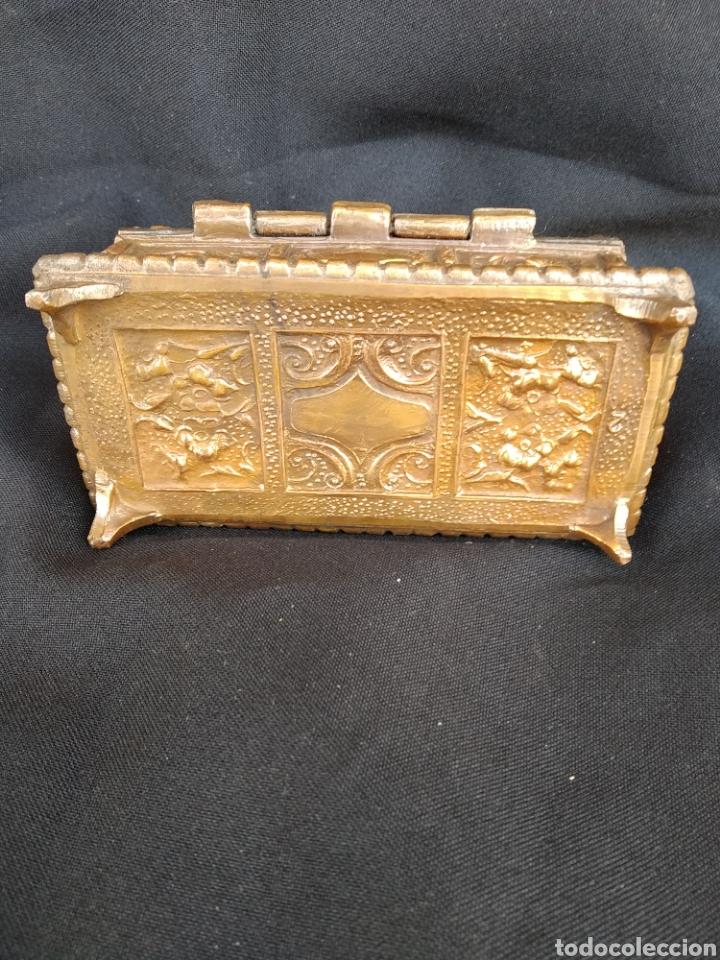 Antigüedades: COFRE DE BRONCE DORADO. INTERIOR TERCIOPELO AZUL - Foto 7 - 159705040