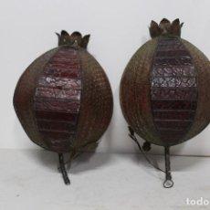 Antigüedades: PAREJA DE LAMPARAS POLICROMADAS DE HIERRO Y CRISTAL CON FORMA DE GRANADA. SIGLO XIX. Lote 159734990