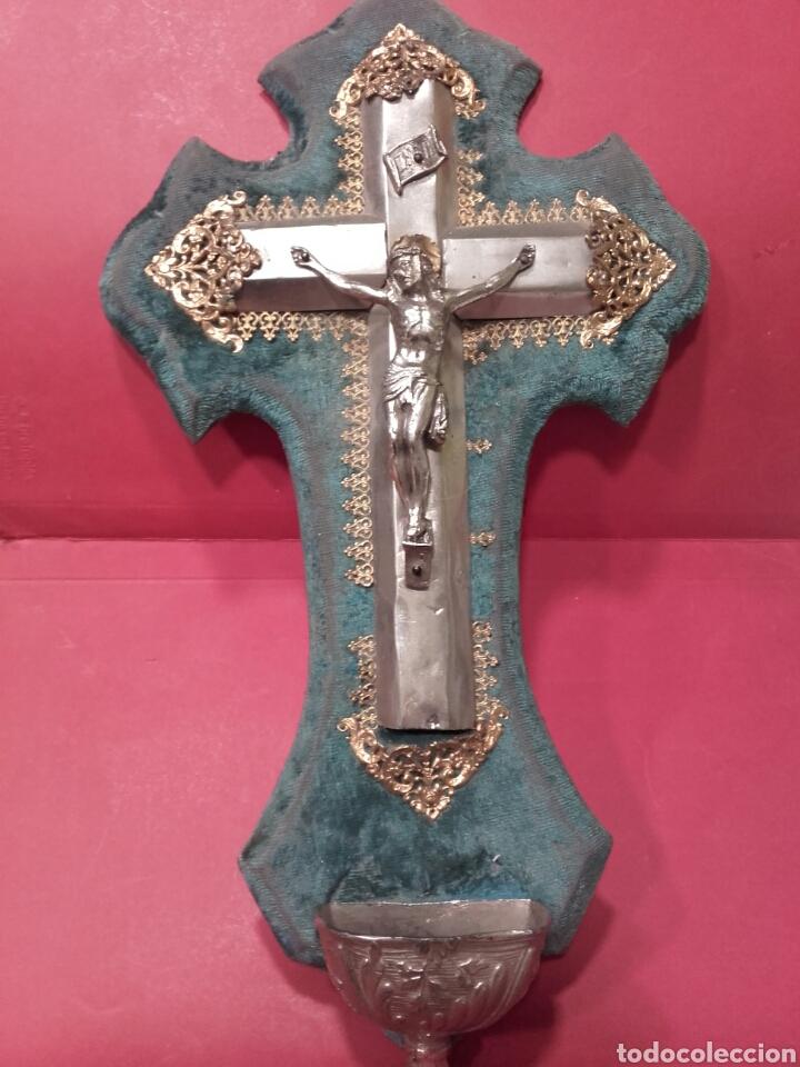 BENDITERA DE METAL Y FILIGRANA DORADA SOBRE TERCIOPELO AZUL (Antigüedades - Religiosas - Benditeras)