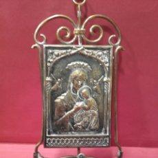 Antigüedades: BENDITERA ICONO DEL PERPETUO SOCORRO, METAL DORADO. Lote 159743594