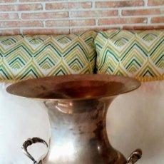 Antigüedades: CHAMPANERA CUBITERA, JARRÓN CON ASAS.. DISEÑO AÑOS 70. Lote 159760030