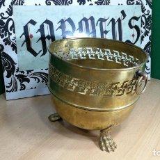 Antigüedades: BOTITO MACETERO GRANDE ANTIGUO DE METAL BRONCEADO. Lote 159768254