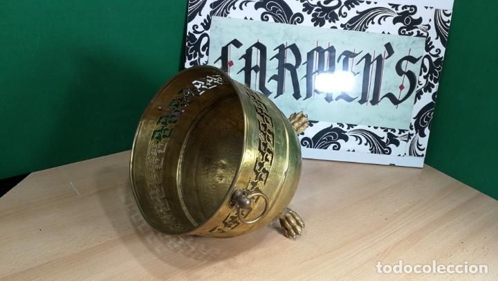 Antigüedades: BOTITO MACETERO GRANDE ANTIGUO DE METAL BRONCEADO - Foto 2 - 159768254