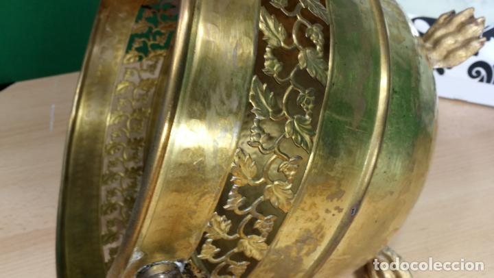 Antigüedades: BOTITO MACETERO GRANDE ANTIGUO DE METAL BRONCEADO - Foto 6 - 159768254