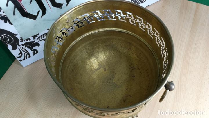 Antigüedades: BOTITO MACETERO GRANDE ANTIGUO DE METAL BRONCEADO - Foto 8 - 159768254