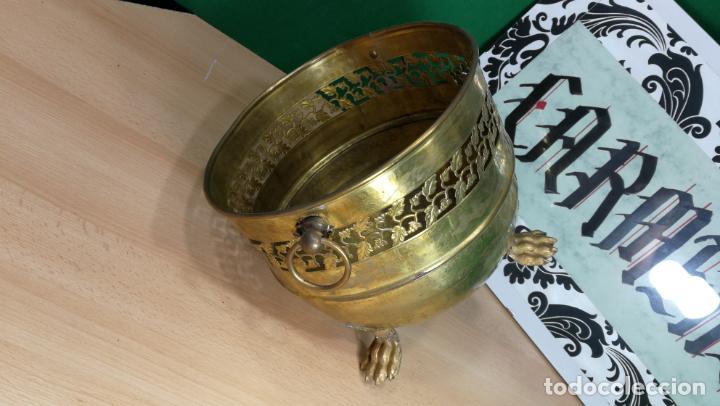 Antigüedades: BOTITO MACETERO GRANDE ANTIGUO DE METAL BRONCEADO - Foto 9 - 159768254