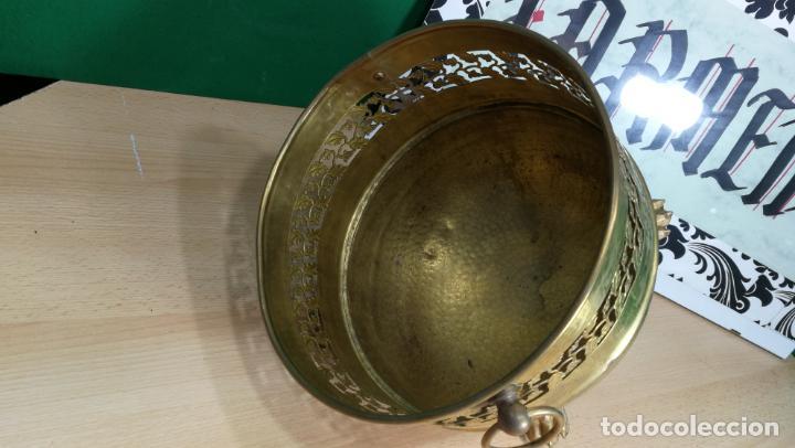 Antigüedades: BOTITO MACETERO GRANDE ANTIGUO DE METAL BRONCEADO - Foto 10 - 159768254