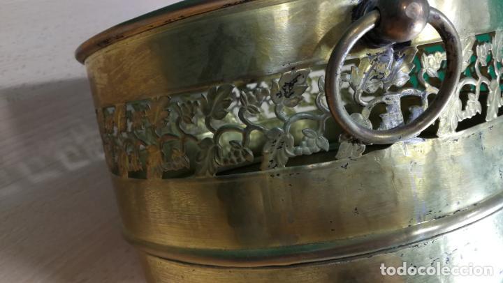 Antigüedades: BOTITO MACETERO GRANDE ANTIGUO DE METAL BRONCEADO - Foto 13 - 159768254