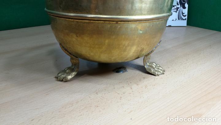 Antigüedades: BOTITO MACETERO GRANDE ANTIGUO DE METAL BRONCEADO - Foto 26 - 159768254