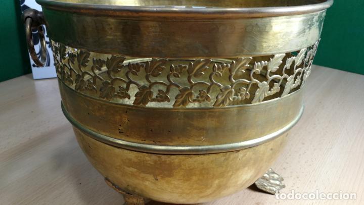 Antigüedades: BOTITO MACETERO GRANDE ANTIGUO DE METAL BRONCEADO - Foto 29 - 159768254
