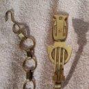 Antigüedades: RECOGEDOR CORTINAS CON CADENA.LATÓN. ART DECÓ. AÑOS 20/30. Lote 159787790