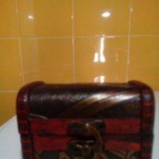 Antigüedades: PEQUEÑO COFRE DE MADERA. Lote 159846834