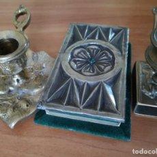 Antigüedades: PORTAVELAS EN BRONCE Y CAJA DE CERILLAS. Lote 159855766