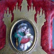 Antigüedades: PRECIOSA BENDITERA ANTIGUA CON ESMALTE DE VIRGEN CON NIÑO.. Lote 159865994