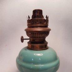 Antigüedades: ANTIGUO QUINQUE EN OPALINA VERDE GRAN TAMAÑO PARA ADAPTAR A PIE O LAMPARA. Lote 159878862