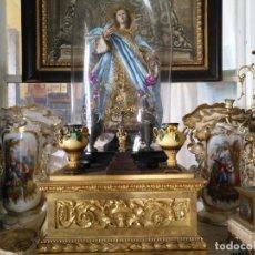 Antigüedades: ANTIGUA PAREJA DE JARRAS JARRONES O CRATERAS CERAMICAS PARA CAPILLA DE VIRGEN O NIÑO JESUS FLORES . Lote 159879006