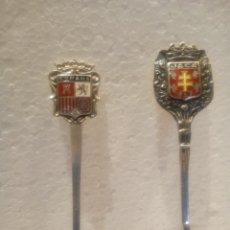 Antigüedades: PAREJA DE CUCHARILLAS MEZCLADORAS EN PLATA CON ESCUDOS ESMALTADOS. Lote 159897370