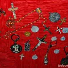 Antigüedades: LOTE DE MEDALLAS, CRUCIFIJOS, LLAVEROS RELIGIOSOS, ETC (#75). Lote 159976134