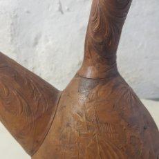 Antigüedades: PORRÓN CRISTAL MALLORCA FORRADO DE CUERO REPUJADO. Lote 160075993