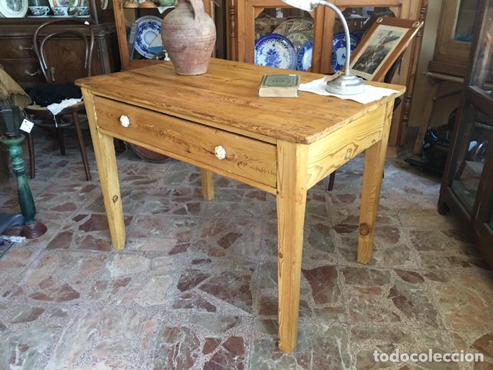 Mesa rústica - Madera de pino con cajón y pomos de cerámica - Cocina,  decoración