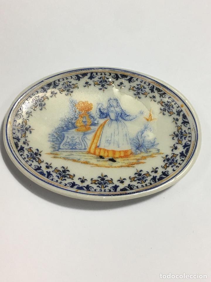 21 Platos Y Bandejas Pequeñas Con Distintas Representaciones En Porcelana Decoración 6cm Y 7x5