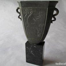 Antigüedades: VERY OLD ART DECO SMALL VASE OR URN / MUY ANTIGUO PEQUEÑO FLORERO/URNA ART DECO. Lote 160127150