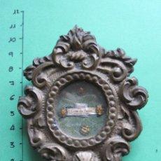 Antigüedades: RELICARIO CON MARCO DE BRONCE DEL XX. Lote 160129126