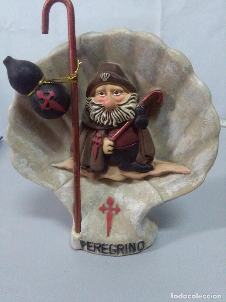 FIGURA PEREGRINO SOBRE FONDO MEDIDAS 14X13 CM. (Antigüedades - Hogar y Decoración - Figuras Antiguas)