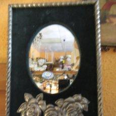 Antigüedades: ESPEJO DE ESTAÑO Y TERCIOPELO, VINTAGE . Lote 160172558