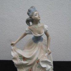 Antigüedades: FIGURA PORCELANA TENGRA. VALENCIA. 28CM. Lote 160176714