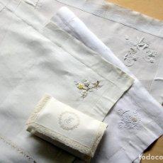 Antiquitäten - CONJUNTO PAÑUELOS LINO BORDADOS (36x36) y PORTA-PAÑUELOS HILO con ENCAJES (INICIAL letra T BORDADA) - 160055642