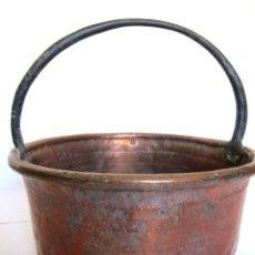 Antigüedades: ANTIGUO GRAN PEROL CALDERO PEROLA CALDERA COBRE ASA FIJA DE HIERRO FORJADO CON PÁTINA 39CM X 37CM. Lote 160236890