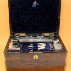 Antigüedades: ELEGANTE NECESER DE MADERA INGLES - LONDON -1875. Lote 160252434