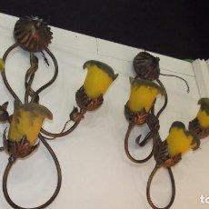 Antigüedades: APLIQUE, LAMPARA PARED HIERRO FORJADO TULIPAS CRISTAL MURANO. Lote 160265162