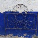 Antigüedades: CABECERO DE CAMA ANTIGUO DE 1 METRO Y 2 CENTIMETROS DE ALTURA CABECERO ALTURA 1 METRO 20. Lote 160268518