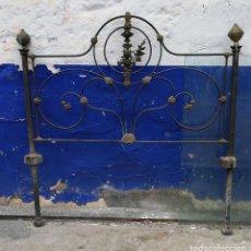 Antigüedades: CABECERO DE CAMA ANTIGUO DE 1 METRO Y 25 CENTIMETROS DE LARGO Y ALTURA 1 METRO Y 28 CMS.. Lote 160268766
